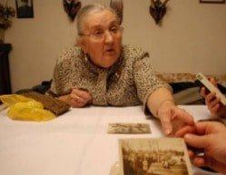 Irena Gołębiowska prezentuje rodzinne pamiątki