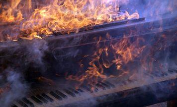 Fortepian płonie