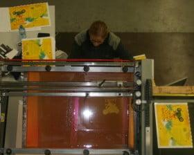 Foliowanie okładki w drukarni Abedik