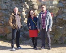 Na wzgórzu pośród ruin zamku z Natalią i Sebastianem